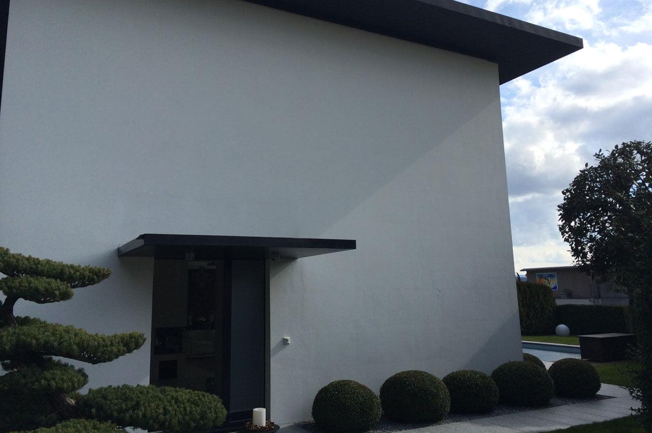 Daniel Kneubuehler Maler weisse Fassade